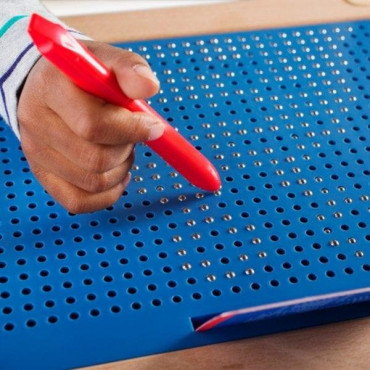 Магнитный планшет Guidecraft Manipulatives для рисования, с шаблонами и ручкой R